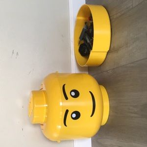 LEGO head with separate LEGO pieces